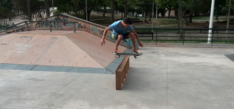 Ollie de Toni Medina en el skatepark de Gandía