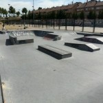 Foto del skatepark de boadilla del monte en Madrid, con sus diversos elementos