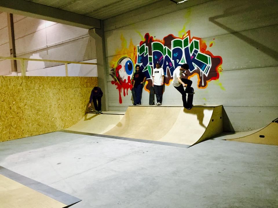 Mini ramp sito haciendo blunt en indoor zpark Bétera