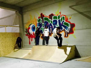 Indoor skatepark painting graffiti zpark skate
