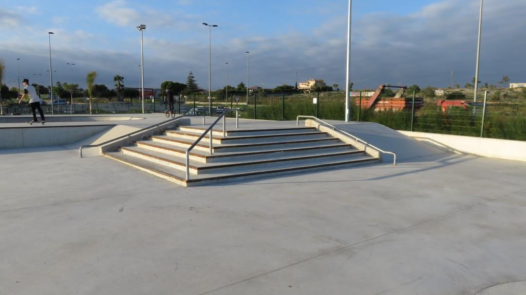 skatepark-Santa-Pola-escaleras-barandillas-1