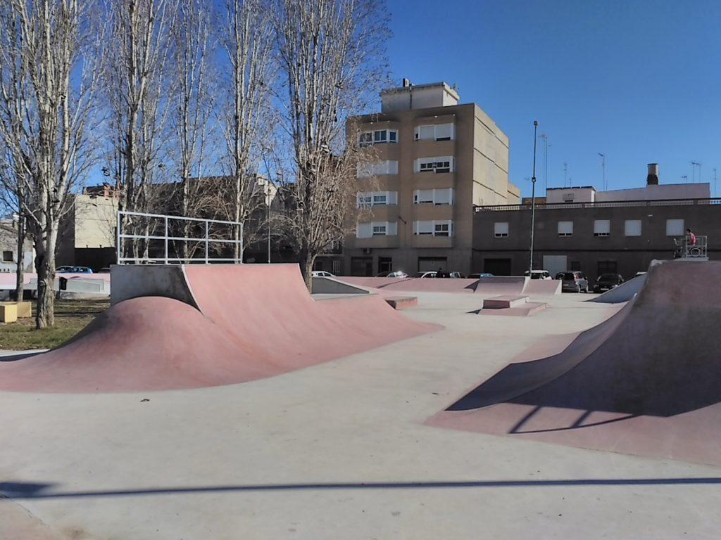 sueca-skatepark-half-pipe