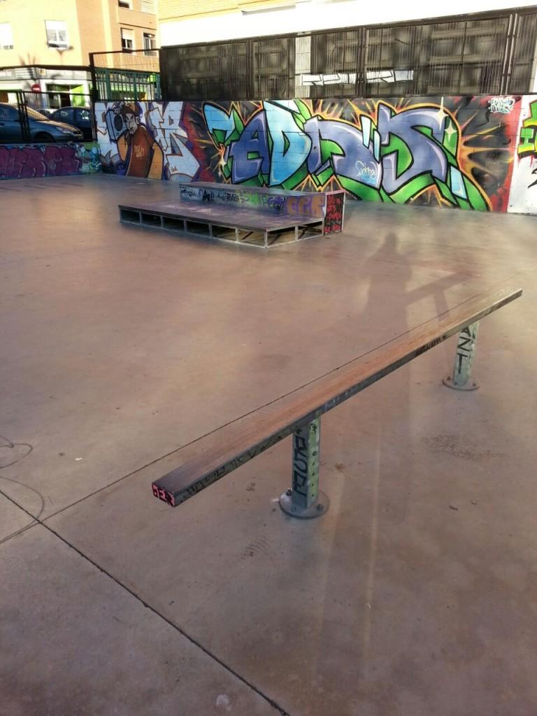 Rail y cajones para grindar y hacer manual skatepark La Vall d´Uixó Castellón- sex-and-skate-and-rocknroll