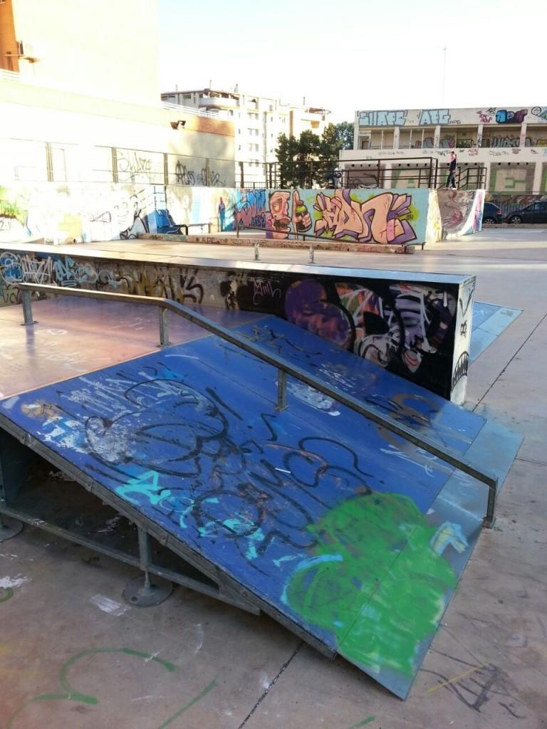 Plano inclinado y rail en funbox skatepark La Vall d´Uixó Castellón