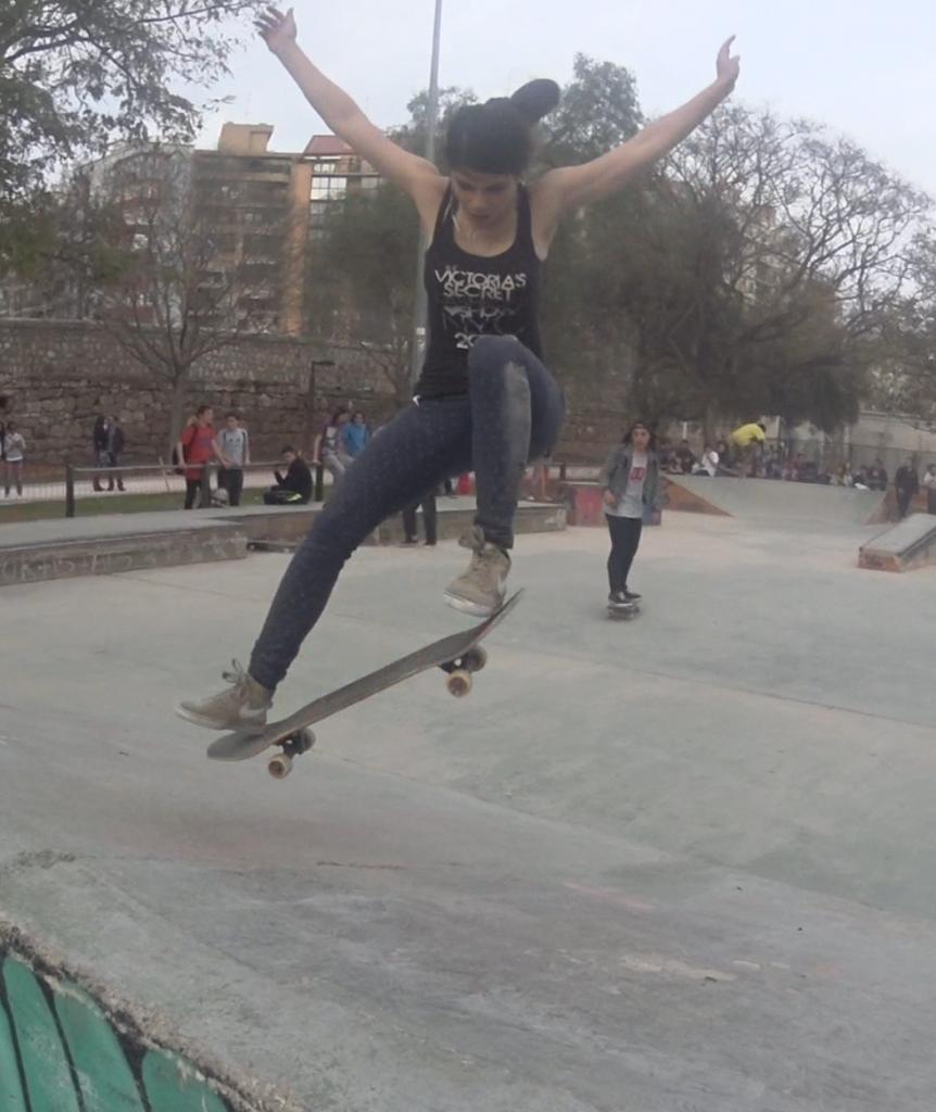 Victoria´s secret-skateboarding-Sofia-skatergirl-skateboard-sex-and-skate-and-rocknroll-valencia-skateplaza