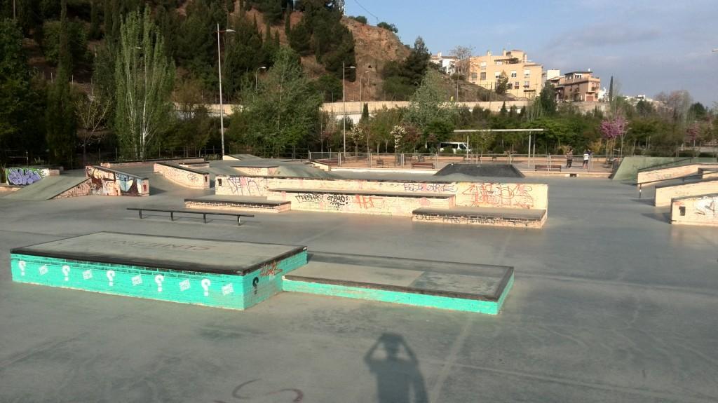 Bola-de-Oro-skatepark-manual-cajones
