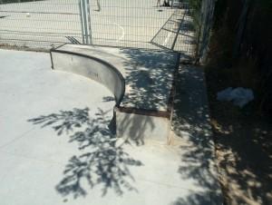 Cajón de 90 grados-curva-grind-skateplaza-villanueva-de-la-cañada-madrid