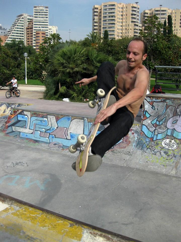 miquel-hernandez-espuig-gulliver-skater-skateboarding-candidato-al-senado-valencia