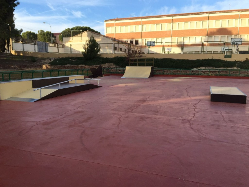 Requena-skatepark-oneloveskateramps