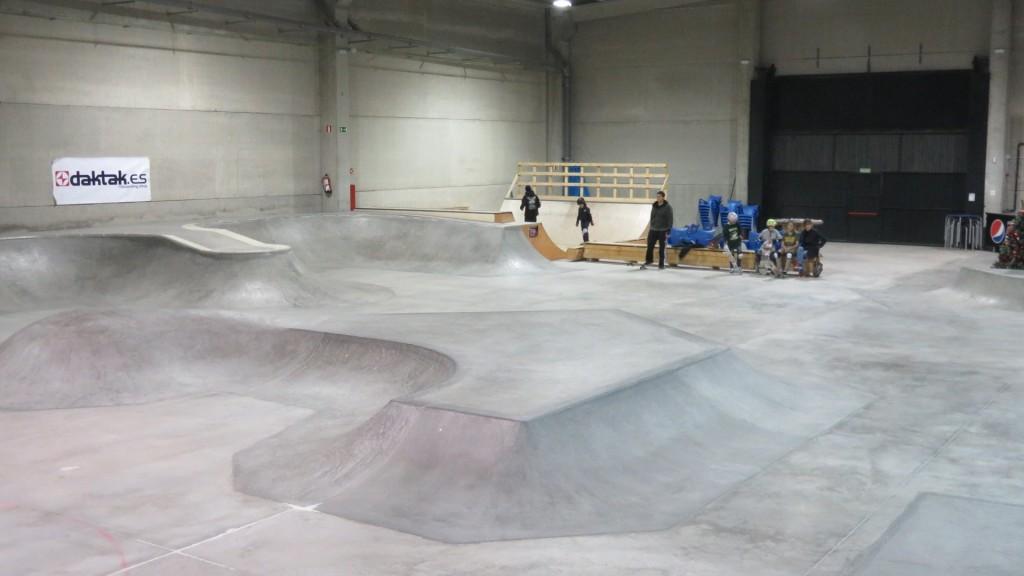 foto-skatepark-indoor-madrid-la-nave-villanueva-de-la-cañada