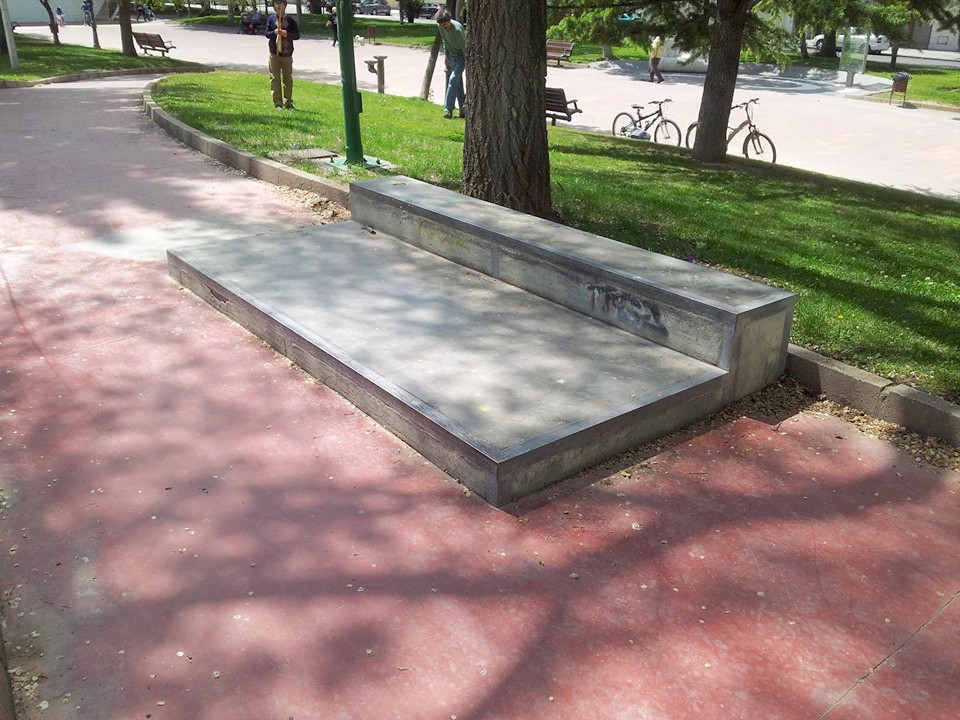 Skatepark-Albacete-planter-manual-pad