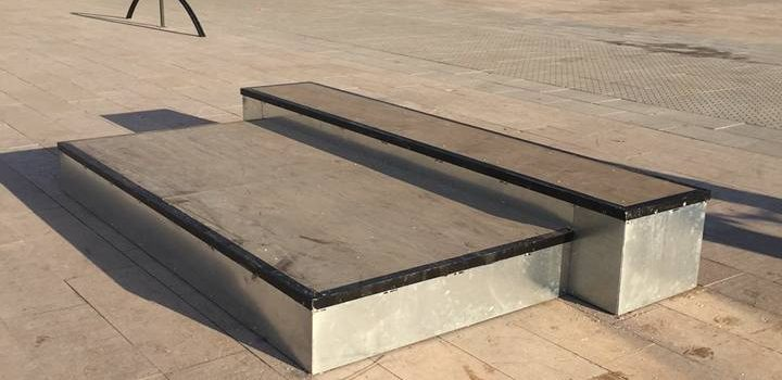 Nuevo skatepark de Alzira. Módulos en la plaza de la Generalitat